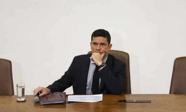 Ministro Sergio Moro solicita isentar de pena PM que mate em serviço.