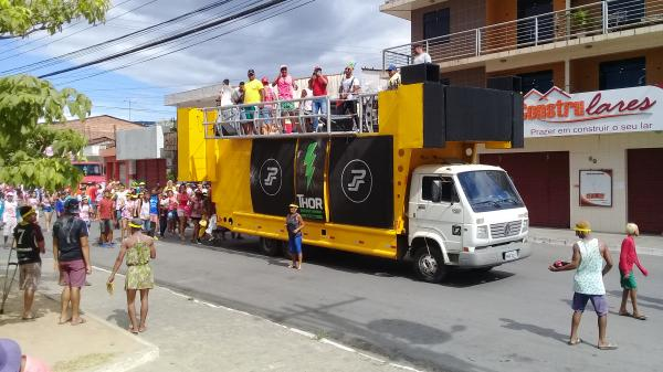 Prefeito de União participa das festas carnavalescas.