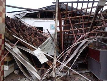 Teto de padaria desaba e deixa feridos em São José da Laje