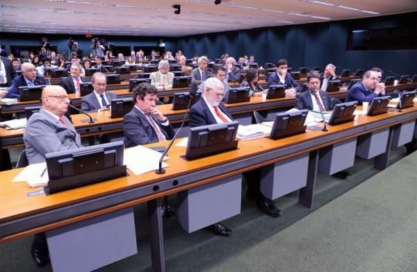 Câmara tenta derrubar capitalização na reforma