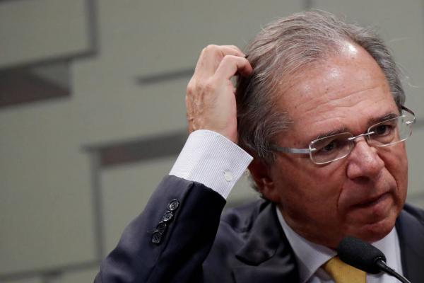 Paulo Guedes protagoniza bate-boca com deputados de oposição na CCJ da Câmara