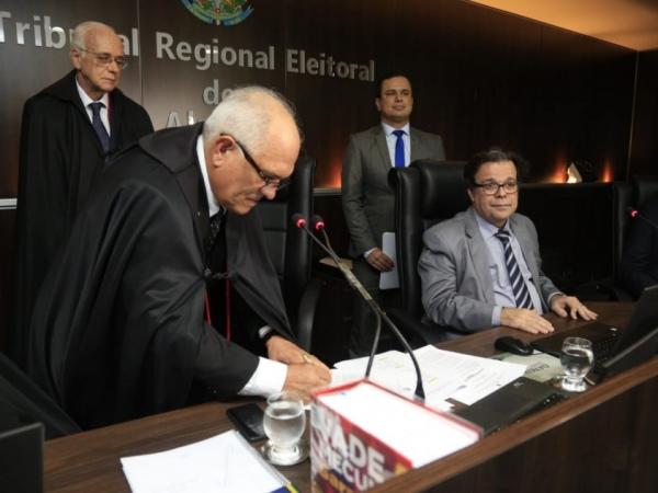 Otávio Leão Praxedes toma posse como vice-presidente e corregedor do TRE