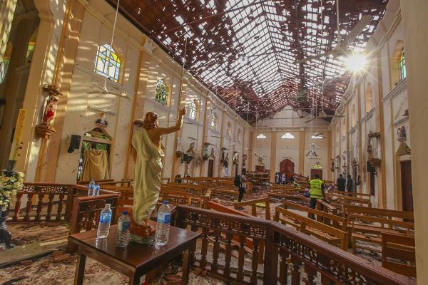 Explosões em igrejas e hotéis deixam centenas de mortos e feridos no Sri Lanka
