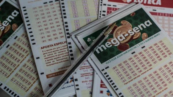 Mega-Sena acumula de novo e pode pagar R$ 125 mi