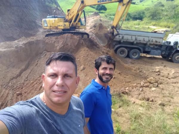 Prefeitura de União recupera estradas do Sitio Tatu