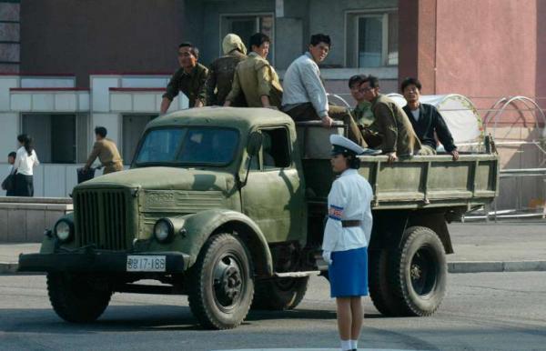 Povo paga propina para sobreviver, na Coréia do Norte.
