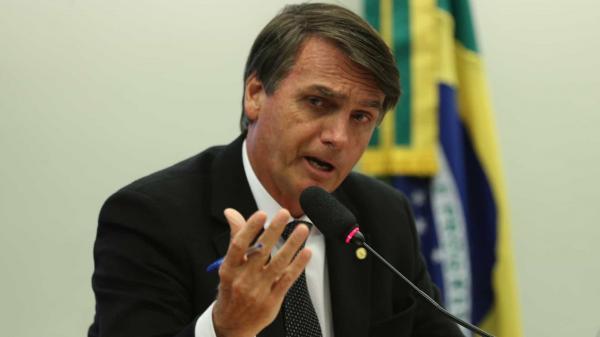 Governo Bolsonaro é 'usina de crises', diz Rodrigo Maia