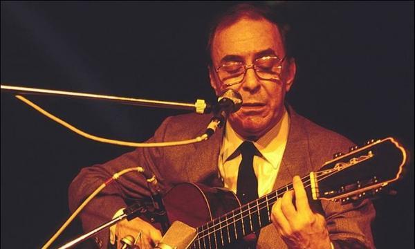 Morreu João Gilberto, um dos pais da Bossa Nova.