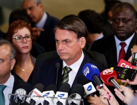 Bolsonaro: Fazer cocô dia sim e dia não para preservar meio ambiente.
