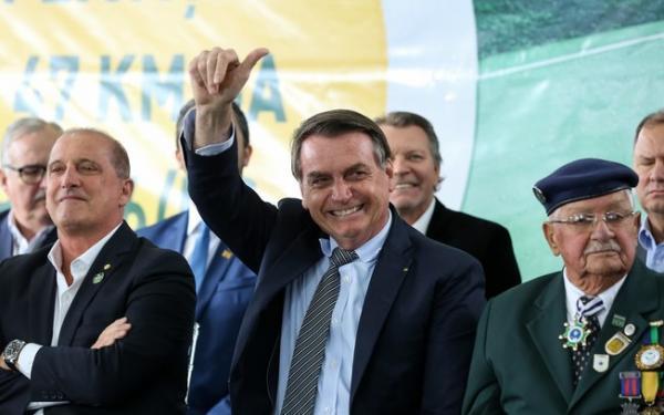 Bolsonaro passou por cima da lei ao inaugurar uma escola com seu nome no Piauí.