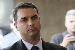 MP do RJ abre novo inquérito contra Flávio Bolsonaro.