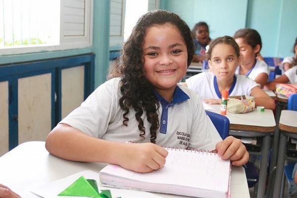 Governo de Alagoas lança programa que vai beneficiar 80 mil alunos.