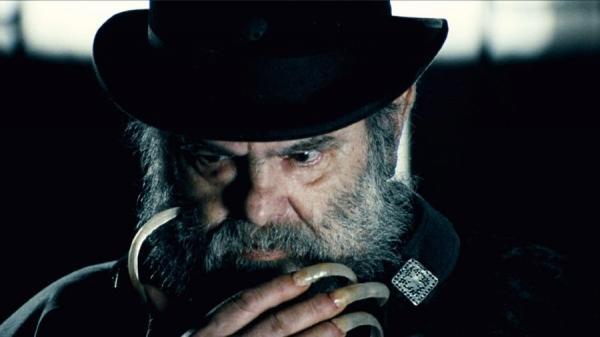 Faleceu Zé do Caixão, grande ator e produtor de terror.