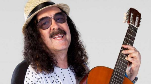 Morreu Moraes Moreira, cantor baiano.