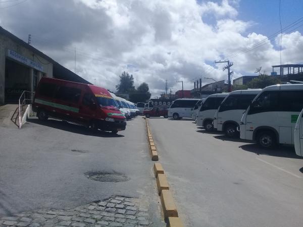Motoristas das vans fazem protesto pelo retorno das atividades.