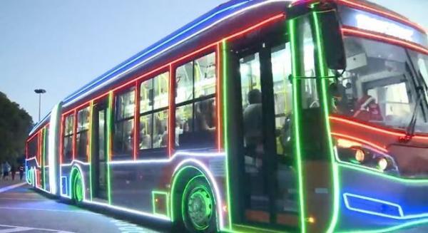 Ônibus decorados para o Natal começam a circular em São Paulo
