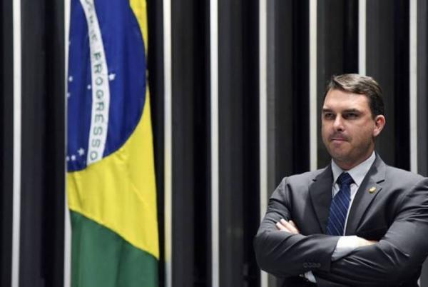 Ministério Público encontra ligação entre Flávio Bolsonaro e grupo do miliciano Adriano de Nóbrega