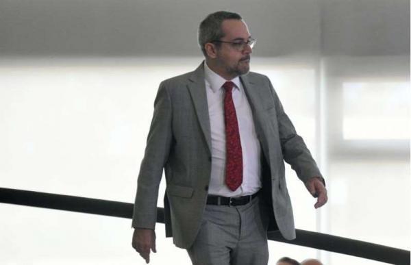 Weintraub fugiu no sábado para os EUA para não ser preso.