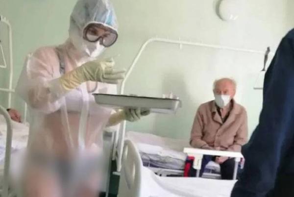 Enfermeira vai trabalhar de biquíni e leva advertência