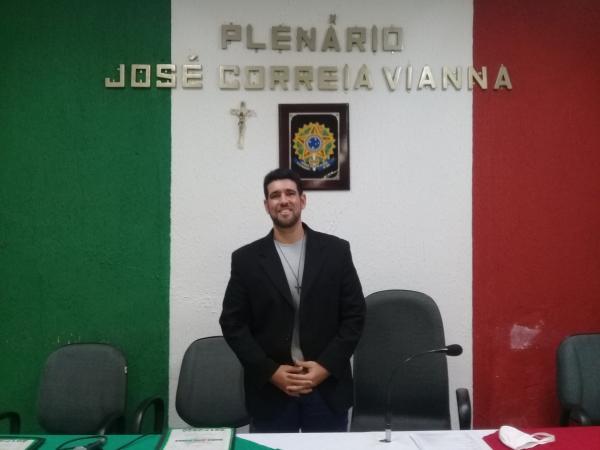 Vereador sugere criar um Bolsa Família Municipal.