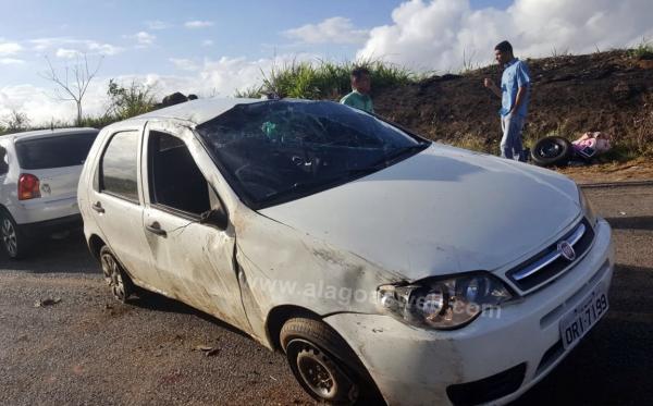 Capotamento deixa duas pessoas feridas em Boca da Mata